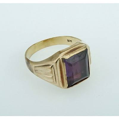 9ct Yellow Gold Gents Ring with Created Sapphire