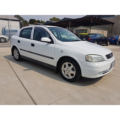 9/2001 Holden Astra CD TS 5d Hatchback white 1.8L