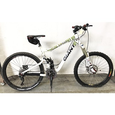 Giant 27 Speed Mountain Bike