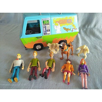 Scooby Doo The Mystery Machine Ghost Patrol Van and figurines