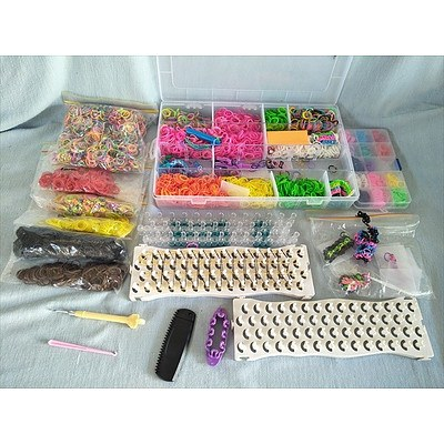 Loom band set: loom bands, boards, hooks and storage boxes
