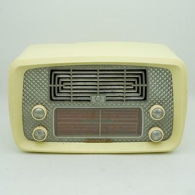 Kelvinator Model 64K52 Valve Radio