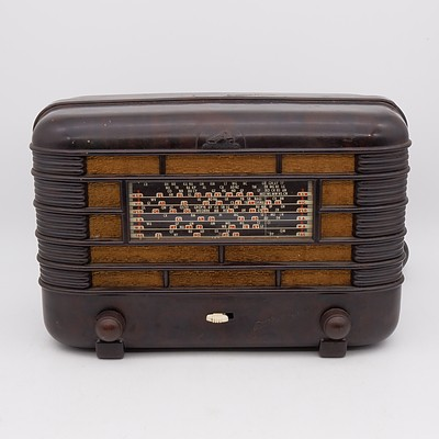Bakelite Cased His Master's Voice Little Nipper Valve Radio