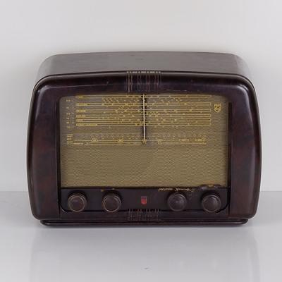 Bakelite Cased Philips Model 124 Valve Radio