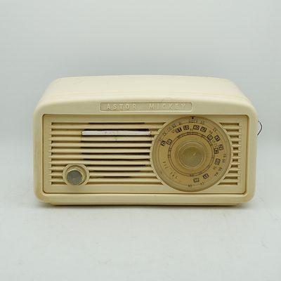 Bakelite Cased Astor Mickey Valve Radio