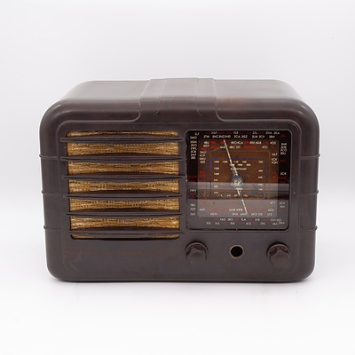 Bakelite Cased AWA Valve Radio