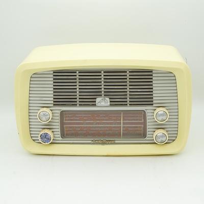 His Master's Voice Little Nipper Model 64-5 Valve Radio