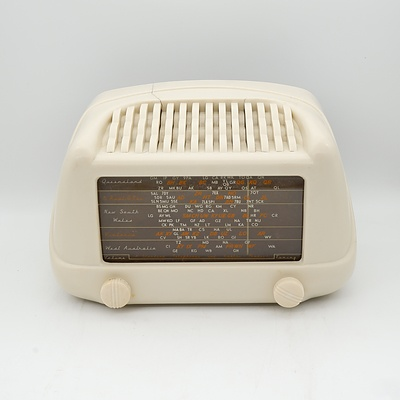 Bakelite Cased Valve Radio