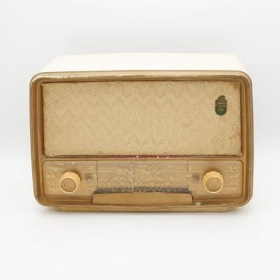 Bakelite Cased Fleetwood Model 1061B Valve Radio