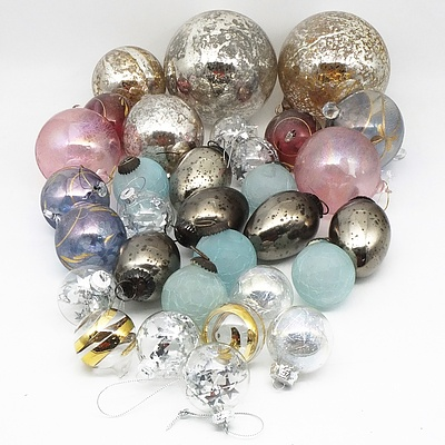 Bulk Lot of Round and Teardrop Shaped Baubles