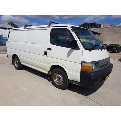 7/1998 Toyota Hiace  LH113R 4d Long Van White 2.8L