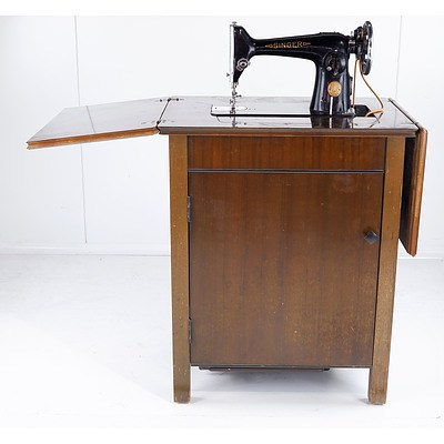 Vintage Sewing Table with Singer Sewing Machine ED732238