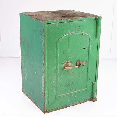 Antique Green Safe with Cotterill Lever Lock