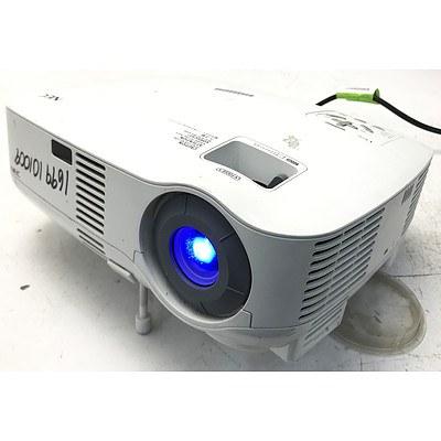NEC VT595 XGA 3LCD Projector