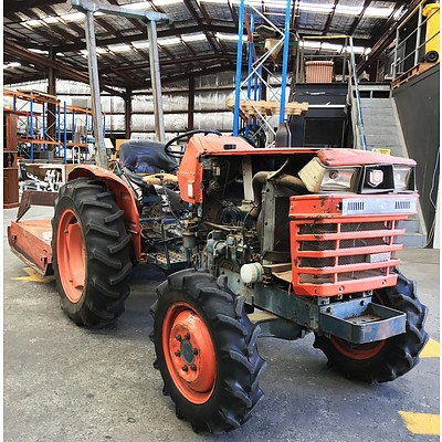 Kubota L2050 1.1L 3 Cylinder 4WD Diesel Tractor with Slasher & Boom Attachments