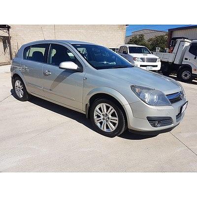 7/2006 Holden Astra CDTi AH MY06.5 5d Hatchback Silver 1.9L