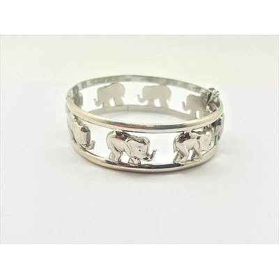 14ct White Gold Lined Bangle with Elephant Motif