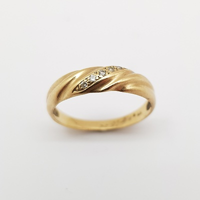 9ct Yellow Gold and Diamond Ring