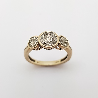 9ct Yellow Gold and Diamond Ring made by Michael Hill Jewellery