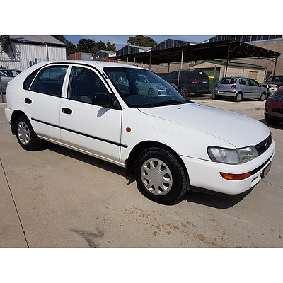 5/1997 Toyota Corolla Advantage SECA AE101R 5d Liftback White 1.6L