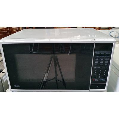 LG 1100 Watt Microwave Oven