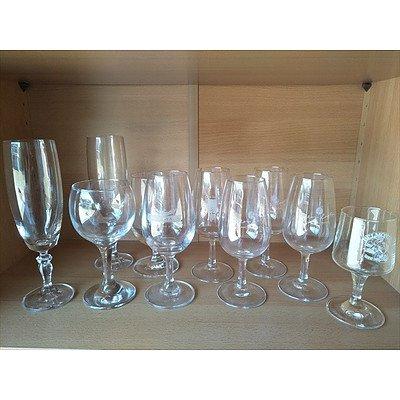 Assorted wine/champagne glasses (QTY: 10)