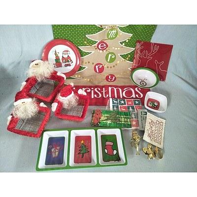 Assorted Christmas items including tea towel (new)