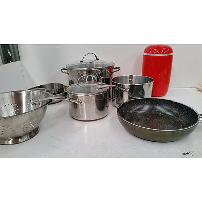 Assorted Pots Pans & other Kitchen Items