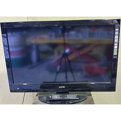 """Sanyo 32"""" LCD Television With Remote"""