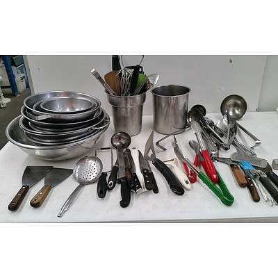 Assorted Kitchen Utensils & Bowls - Biox lot