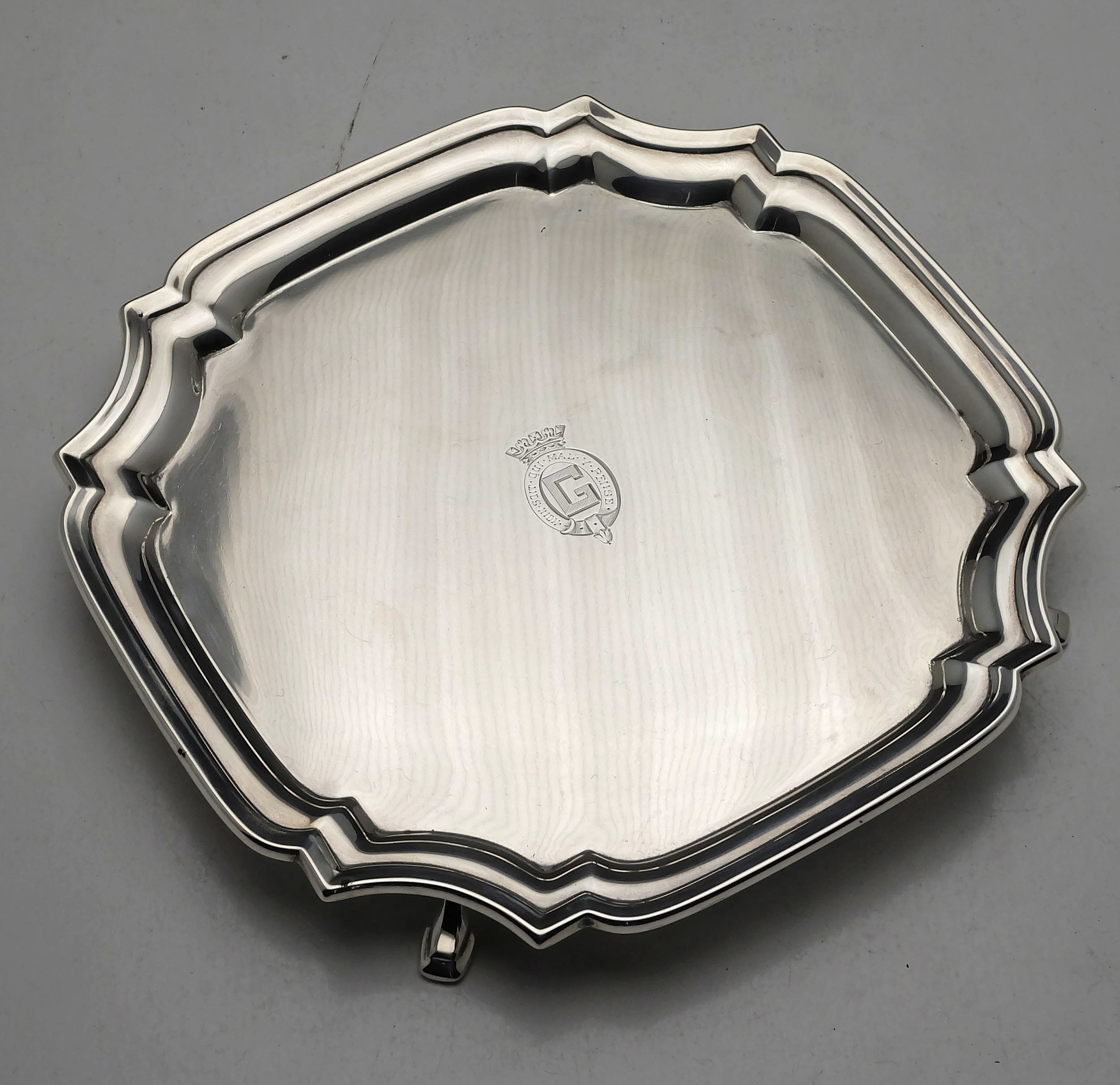 'Crested Sterling Silver Footed Salver London Robert Pringle & Sons 1933 301g'