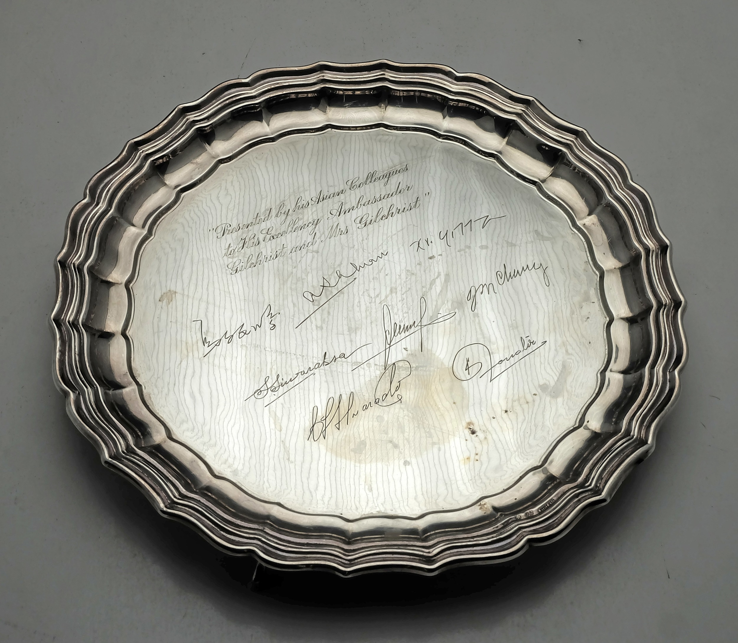 'Engraved Spanish Silver Salver Presented by His Asian Colleagues to his Excellency Ambassador Gilchrist and Mrs Gilchrist 311g'