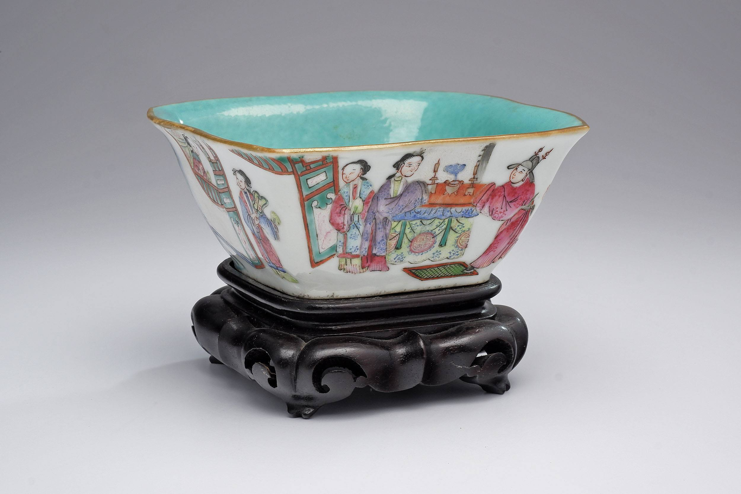 'Chinese Famille Rose Lobed Bowl with Turquoise Interior, Tongzhi Seal Mark, Late 19th Century'
