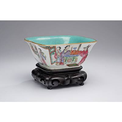 Chinese Famille Rose Lobed Bowl with Turquoise Interior, Tongzhi Seal Mark, Late 19th Century