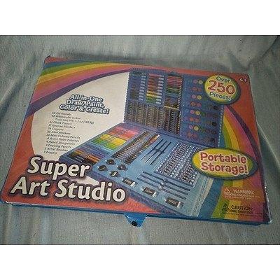 Super Art Studio - All-in-one Draw, Paint, Colour & Create art kit