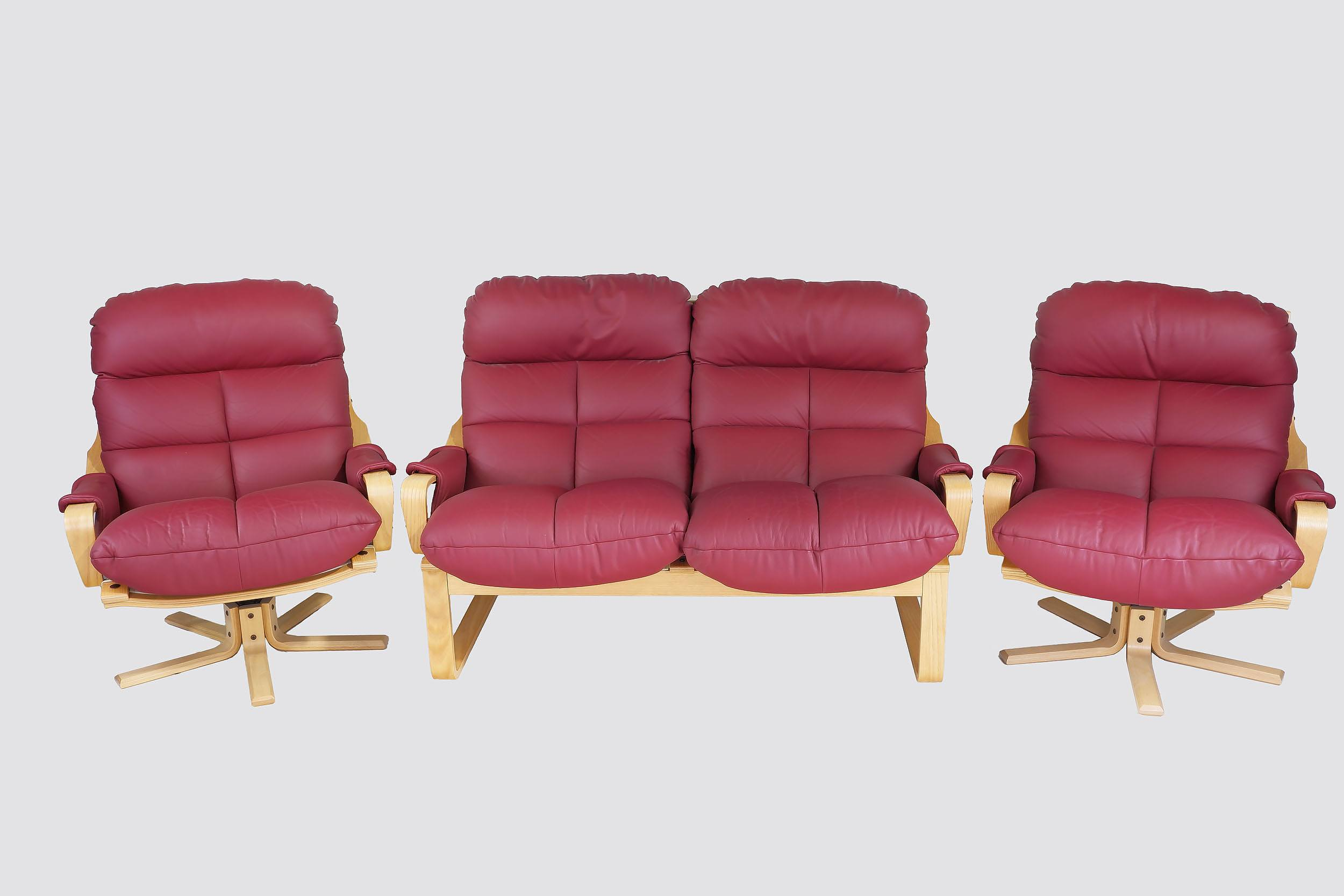 'Tessa Atlantis Reddish Maroon Leather Upholstered Lounge Suite Designed by Fred Lowen'
