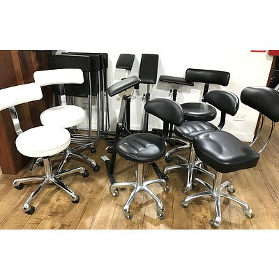 15 Chairs and 6 Leaning Pads