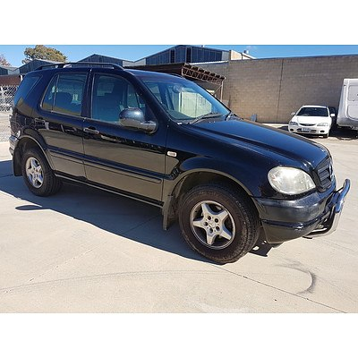 6/1999 Mercedes-Benz ML320 Luxury (4x4)  4d Wagon Black 3.2L