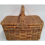 Large 2 Person Wicker Picnic Basket.