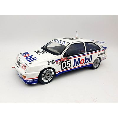 Minichamps 1989 Ford Sierra RS500 Peter Brock 1:18 Scale Model Car