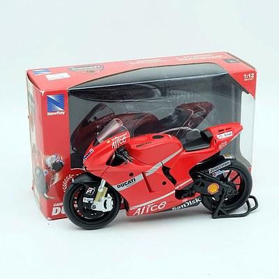 NewRay Ducatti Desmosedici Casey Stoner 1:12 Scale Model Bike
