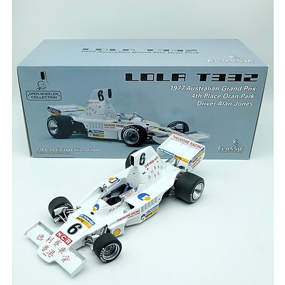 Classic Carlectables 1977 Lola T332 Limited Edition 537/1000 1:18 Scale Model Car