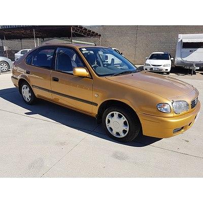 5/2001 Toyota Corolla Ascent SECA AE112R 5d Liftback Gold 1.8L