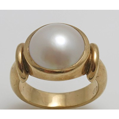 9ct Gold Mabe (Blister) Pearl Ring