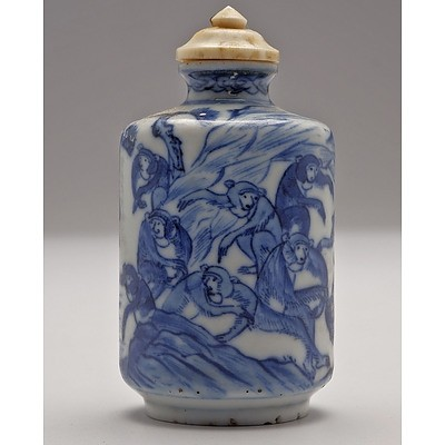 Chinese Blue and White Snuff Bottle Finely Decorated with Monkeys, Dragon Mark to Base, Late Qing