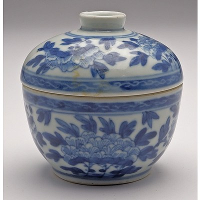 Chinese Blue and White Peony Pattern Tea Bowl and Cover, Late Qing