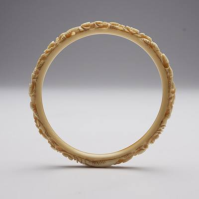 Chinese Carved Ivory Dragon Bangle, Early 20th Century