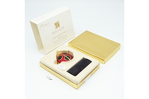 Boxed Estee Lauder Glamour Bee Compact