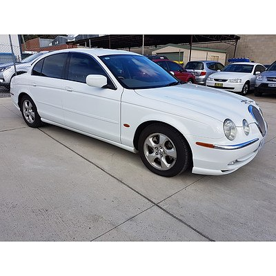 8/2000 Jaguar S Type V8 SE  4d Sedan White 4.0L