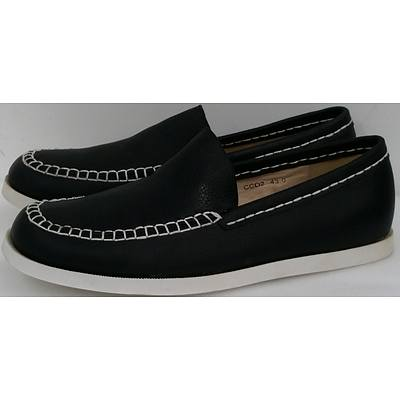 Hotdog Brand Men's Charcoal Boat Shoes - Size 43 - Lot of Nine Pairs - Brand New